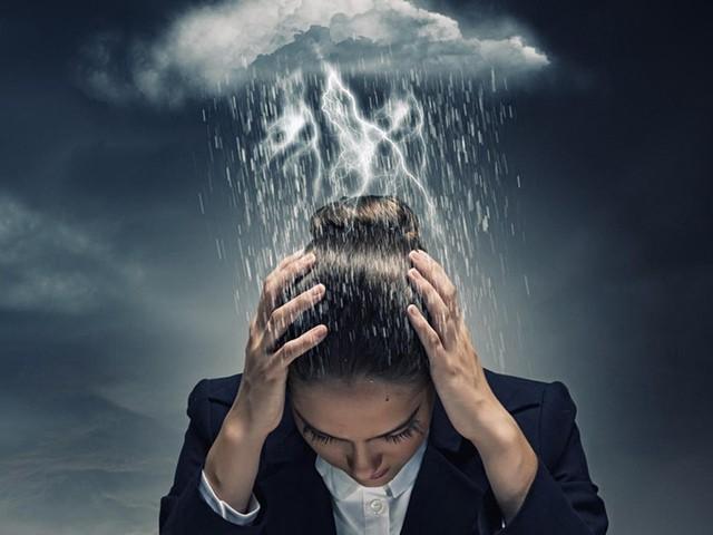 Почему болит голова при смене погоды?
