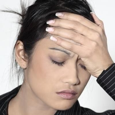 Тошнота часто сопровождается слабостью (фото: plushealth.ru)