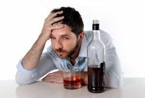 После алкоголя болит голова: что делать, советы врачей