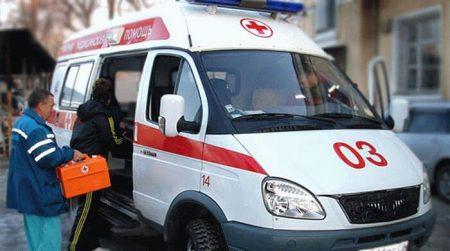 машина скорой помощи с врачами