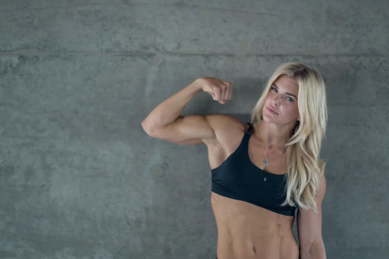 Красивые рельефные мышцы