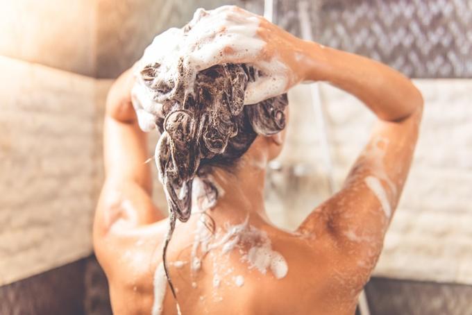 Нужно ли мыть волосы перед окрашиванием