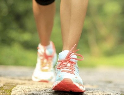 Sportivnaia obuv dlia khodby