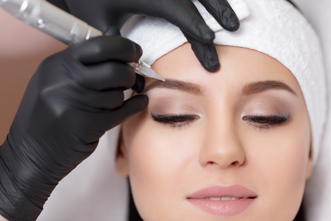 5 главных советов по уходу за перманентным макияжем бровей