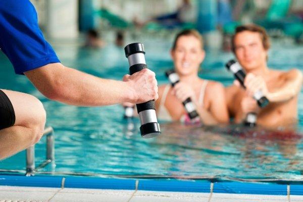 техника плавания для похудения живота и боков