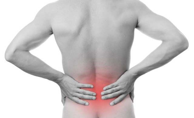 Боль в пояснице отдает в пах, правую или левую ногу, ягодицу: причины у женщин и мужчин