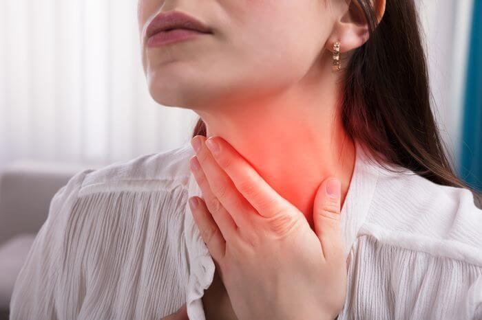 Болит горло: причины и лечение   Боль в горле при глотании