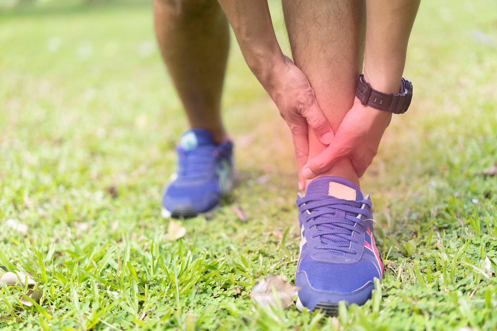 Почему болят ноги при ходьбе | сеть клиник «Здравствуй!»